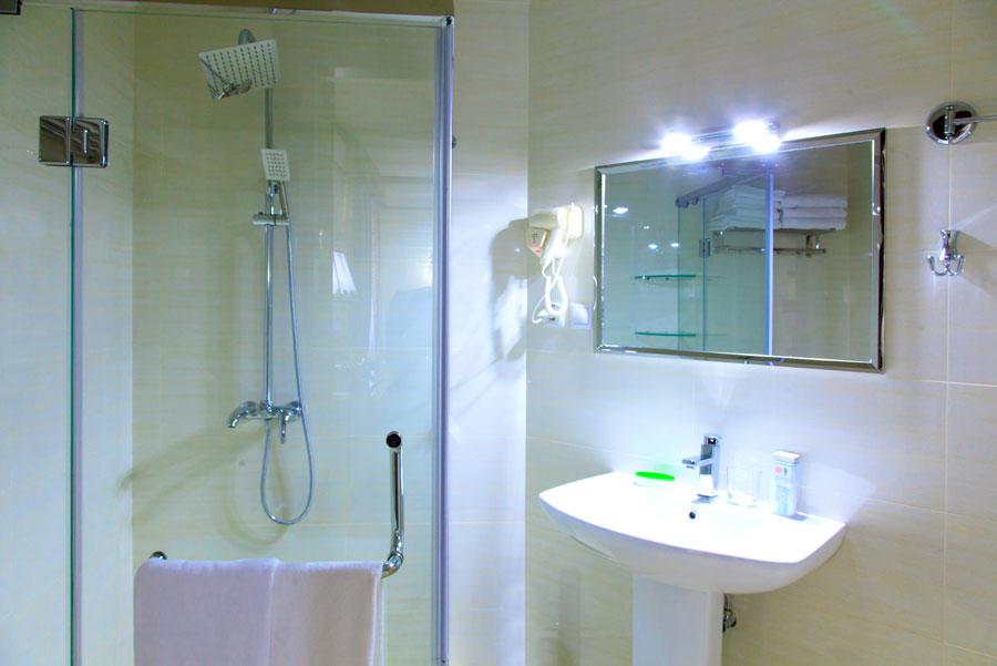 Полулюкс Трипл номер - ванная