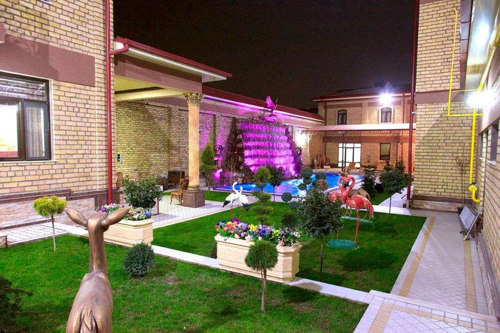 Двор Rakat Plaza